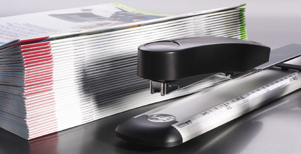 High performance long arm stapler can fasten up to 40 sheets of paper at a time.